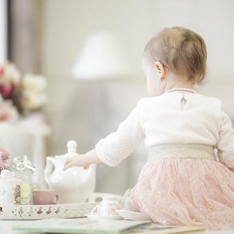 Vaikai sparčiai auga. Nepastebėsite, kaip greitai ką tik gimęs kūdikis žengs pirmuosius žingsnius, eis į darželį, pirmąją klasę. Žaismingos Jūsų vaikų nuotraukos Jus džiugins ilgai, netgi tada, kai va