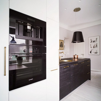 Virtuvės baldai suprojektuoti šiam interjerui ir pagaminti Lietuvoje.