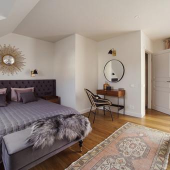 Elegantiškas miegamojo kambario interjeras.