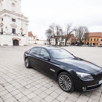Automobilių nuoma / BMW 750IL JUODAS / Darbų pavyzdys ID 256083