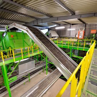 Vilniaus antrinių žaliavų rūšiavimo linija (platformos, aptarnavimo aikštelės, turėklai, laiptai, konvejeriai, įrangos išdėstymas)