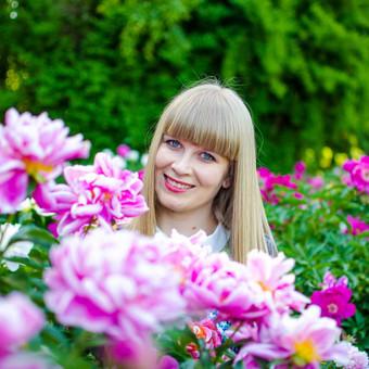 http://natographer.weebly.com/portfolio.html https://www.facebook.com/natophotographer/  instagram: @natophotographer