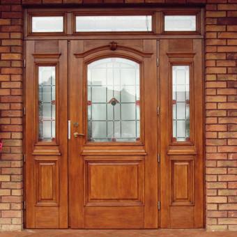 Individualaus namo lauko durys po restauracijos.