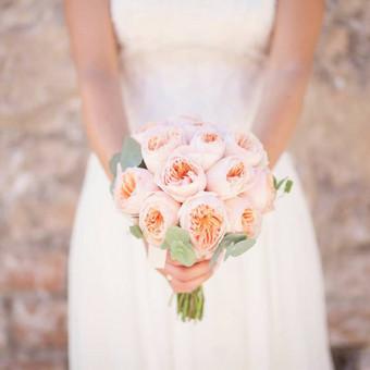 Nuotakos puokštė iš angliškų rožių