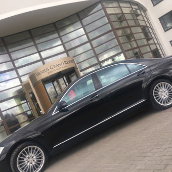 "Keleivių pervežimas Vilniuje į ""Vilniaus grand resort"". Transfer in Vilnius. #w221 #w222 #sclass #starclass #vip #luxury #transport #transfer #vestuvėms #vestuvės weddings"