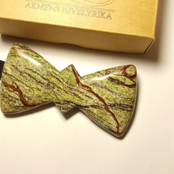 Rainforest Green peteliškė iš natūralaus akmens