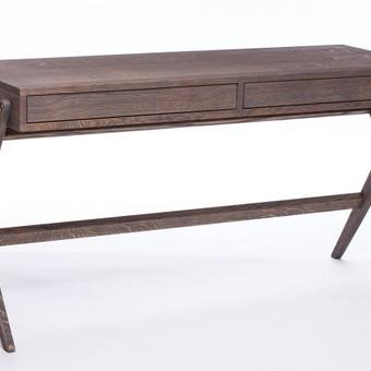 Ąžuolinis darbo stalas, grakšti forma, sendintas paviršius, solidi rudai pilka spalva