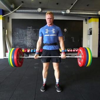 CrossFit atletas ruošiasi varžyboms (Video nuo žemės)