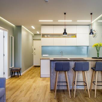 Svetanės erdvė sujungta su virtuvę