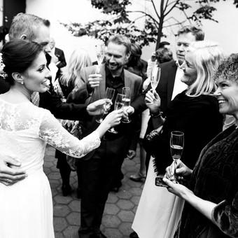 Vestuvių fotografavimas Vestuvės –  pati gražiausia šventė, kupina nesuvaidintų emocijų ir natūralumo. Būtent vestuvių fotografas Jums padės išsaugoti pačiais gražiausias akimirkas i ...