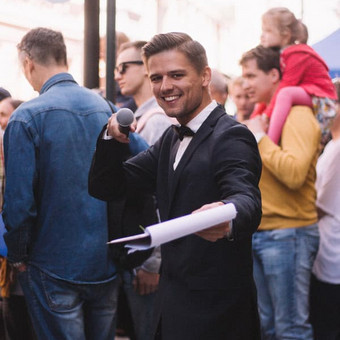 Renginių vedėjas Justinas Daugėla vedamos šventės užkulisiuose