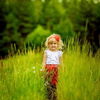 Vaikai sparčiai auga. Nepastebėsite, kaip greitai ką tik gimęs kūdikis žengs pirmuosius žingsnius, eis į darželį, pirmąją klasę. Žaismingos Jūsų vaikų nuotraukos Jus džiugins ilgai.