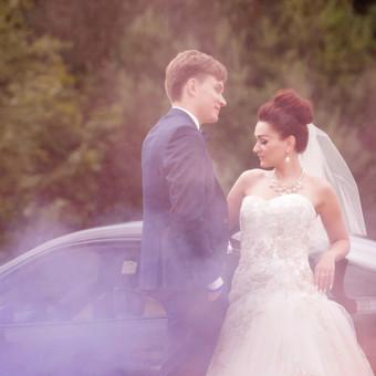 Vestuvinė fotosesija su spalvotais dūmais