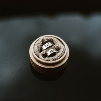 Inicialai vestuviniams žiedams