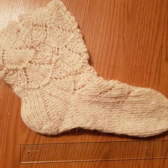Raštuotos kojinės, 5 eurai,  kreipkitės telefonu. Yra įvairių dydžių, raštų, spalvų, megztų vilnoniais siūlais.
