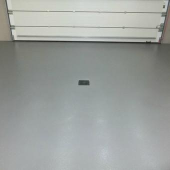 Užbarstoma epoksidinė danga garažui MAPECOAT UNIVERSAL: http://www.mapei.com/public/NO/products/6734-mapecoatuniversal-lt.pdf. Privacios patalpos
