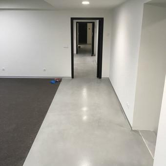 "ULTRATOP dekoratyvinio betono grindų danga. Natūralus efektas. Biurų komplekso ""B NORDIC 26"" patalpos Vilniuje.  http://velvemst.lt/uploads/517_ultratop_lt_160318.pdf"