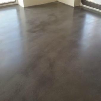 ULTRATOP cementinė savaime išsilyginanti grindų danga. Lengvai poliruotas efektas. http://velvemst.lt/uploads/517_ultratop_lt_160318.pdf