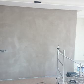 Sienos padengimas dekoratyviniu betonu- pavyzdys