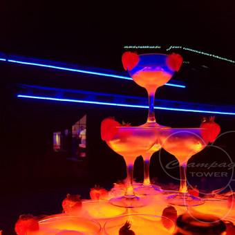 Šampano taurių piramidė by Bubble Tower / Marius Dolbadzė / Darbų pavyzdys ID 329897