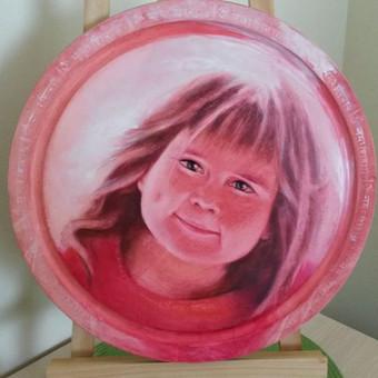 Portretas, nutapytas ant apvalios medinės lentos, skersmuo 30 cm, aliejiniais dažais. Pavyzdys