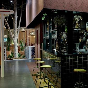"ULTRATOP LOFT cementinė dekoratyvinė grindų danga. Restoranas ""Guacamole"", PC ""Panorama"", Vilnius. http://www.velvemst.lt/uploads/Brochure_Ultratop_Loft_LT_web.pdf"