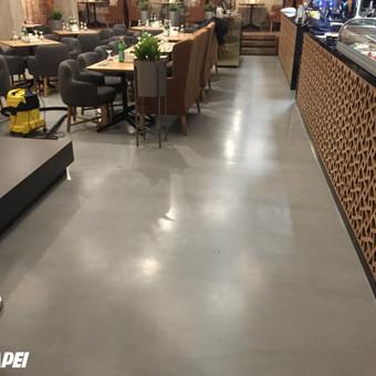 "ULTRATOP dekoratyvinio betono grindų danga. Natūralus efektas. Restoranas ""Gan Bei"" Gedimino 9, Vilnius.  http://velvemst.lt/uploads/517_ultratop_lt_160318.pdf"