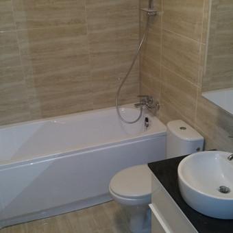 Naujo buto įrengimas. Vonioje ir virtuvėje prietaisai sumontuoti per dieną*.