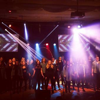 Vilniaus Gabijos gimnazijos mokyklos gimtadienis. Projekcijos, garsas, apšvietimas - mūsų komandos darbas!  foto - Ieva Chaleckyte