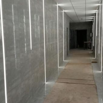 LED juostų apšvietimas ir pasiūla.