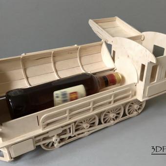 """Individuali dovana- """"Garvežys-mini baras"""". Talpa 1vnt. 0.7l butelis, stiklinė. Medžiaga- fanera. Dėl kainos teirautis. Pagaminimo terminas 3-4d.  Pristatymas visoje Lietuvoje."""
