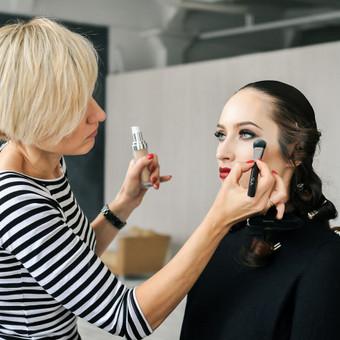 """Pasiruošimas. Idėjinė - asmeninė fotosesija (komandinis darbas), su profesionaliu makiažu, įvaizdžio kūrimu, šukuosena, rūbai, stilizuota, fotografuota """"Shoop"""" studijoje Kaune."""