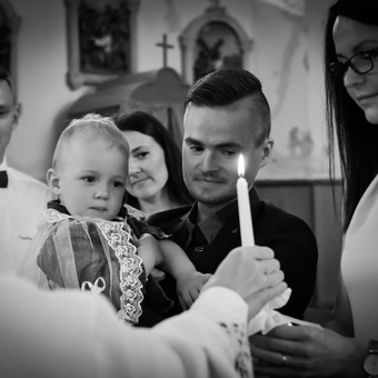 Krikštynų akimirka, apie 10% atiduodamų darbų būna ir B/W , dėl puikiai tinkančio kontrasto.