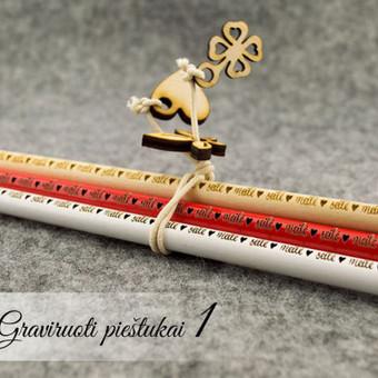 """Graviruoti pieštukai """"meilė-seilė"""" - Valentino dienos dovana. Graviruoti galime vardus, frazes, palinkėjimus ar kitus žodžius ar piešinukus."""