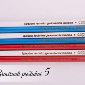 Firminiai graviruoti pieštukai su Copyprint ir Double A logotipais ir šūkiais.