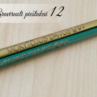 Asmeninis mokytojos pieštukas su vardu. Graviruotas paprastas pieštukas su tekstu.