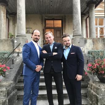 """Privati šventė su kolegomis """"Kito kampo"""" aktoriais: Audriumi Bružu ir Kirilu Glušajavu"""
