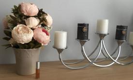 Kvepiančių dirbtinių gėlių kompozicija
