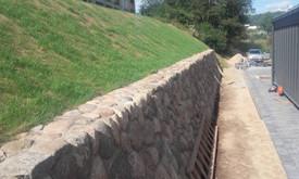 Akmens mūro darbai, Šlaitų ir pakrančių tvirtinimas