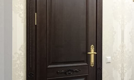 Vidaus durys iš medžio masyvo