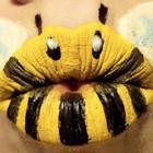 Dūzgia trys bitės